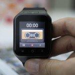 Smartwatch ZGPAX S8 mostrando pantalla.