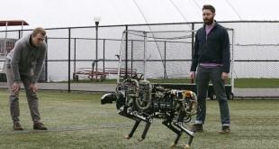 Científicos de MIT con el robot chita