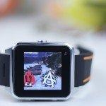 Smartwatch ZGPX S82 sobre una mesa